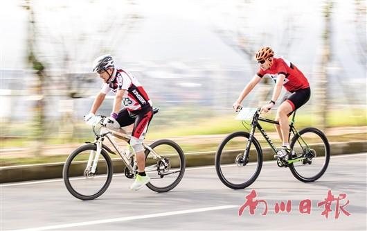 我区第三届全民健身运动会自行车比赛举行